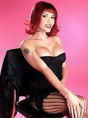Evalin Posing