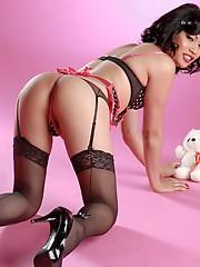 Annalise Rose exposing her hot body