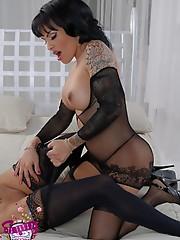 Horny tgirl Foxxy fucks a hot girl