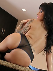 Seductive Foxxy strips and poses