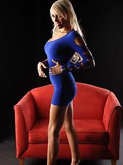 Hot blonde Natalie masturbating