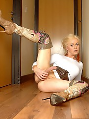 Minidress and Boots�