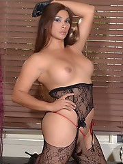 Seductive Vaniity jerks and poses