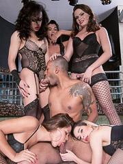 Chrystal, Lara Machado, Natalia Castro, Valeria Pacheco and Yasmin Fonthys