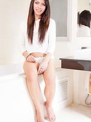 Jessie in a Pearl Bath!